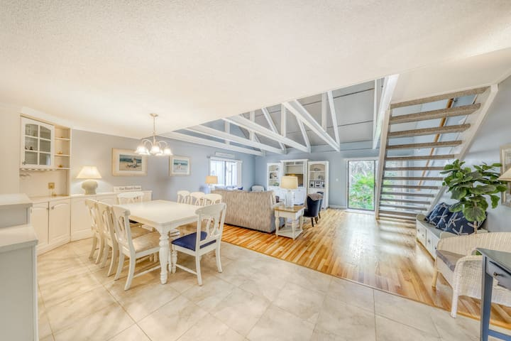 Enjoy sun and fun in this bright, airy townhouse with on-site pool/tennis!