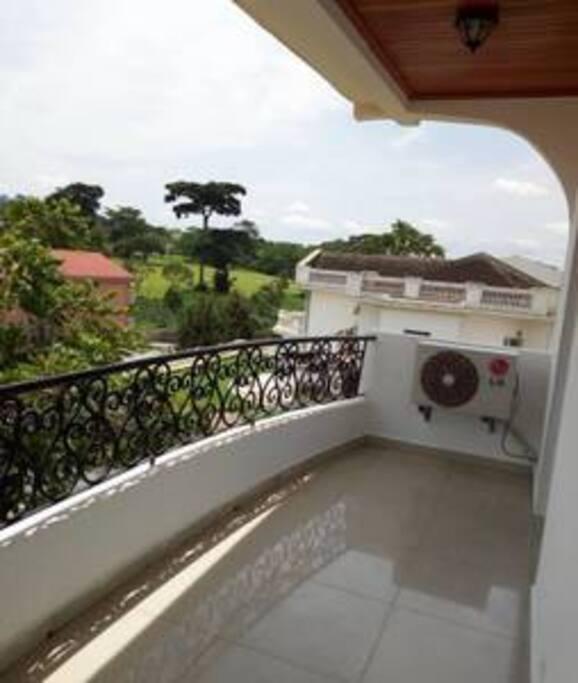 Large balcon avec vue sur le Golf Club