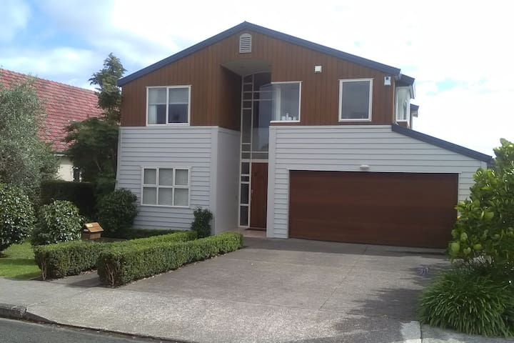 Private bedroom with own living room and bathroom. - Auckland - Huis