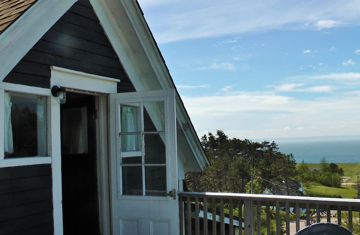 Seaview Sanctuary; tranquil vistas! - Port Greville