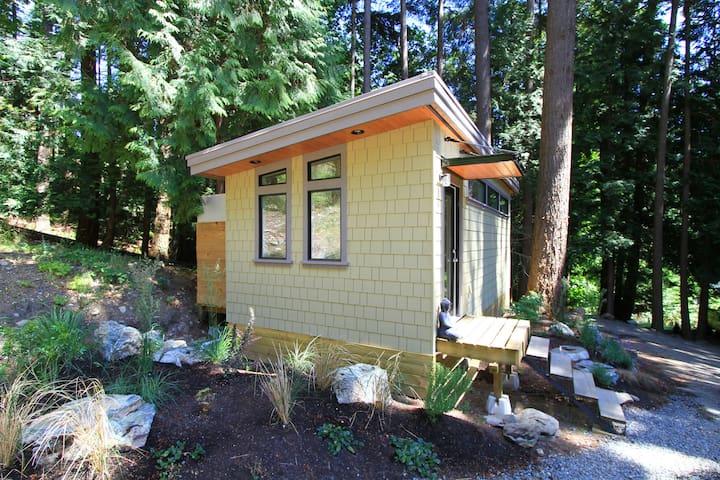 Nectar Yoga B&B -The Forest Cottage - Bowen Island - Bed & Breakfast