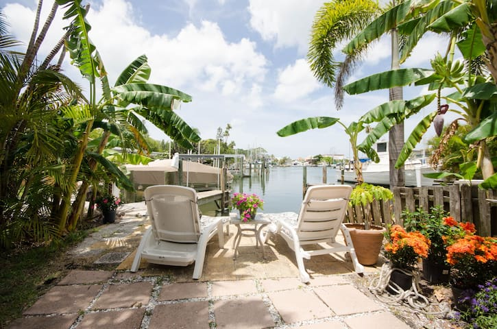 Madeira Beach Dock Waterfront Sleeps 12 AB Combo - Madeira Beach - Dom