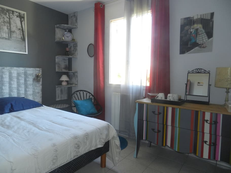 Chambre d 39 hote au calme sur orange houses for rent in for Chambre hote orange