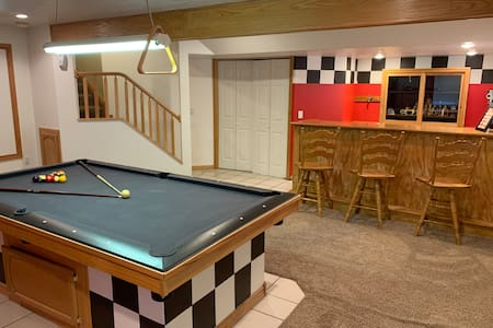 Entire House to Yourself, Hot Tub & Game Room.