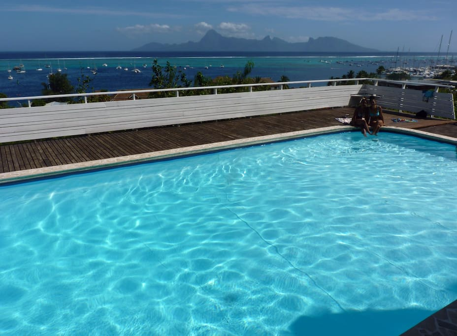 Grande piscine avec vue - Pool with its view.