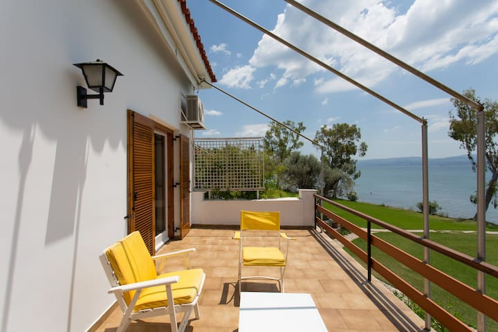 Beachfront apt near Athens, Eretria - Eretria - Apartment