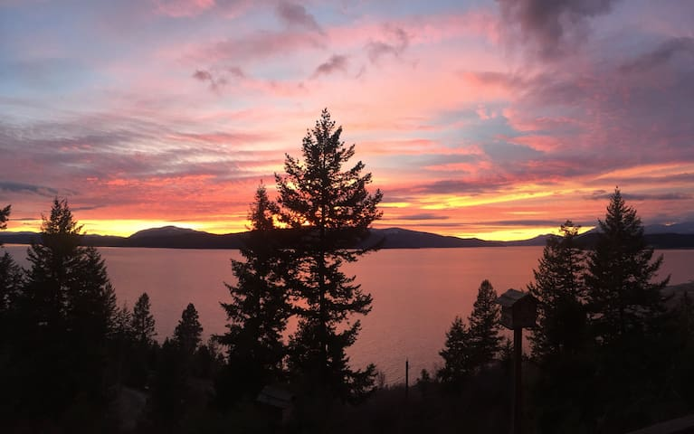Modern Lakeview Rooms near Sandpoint