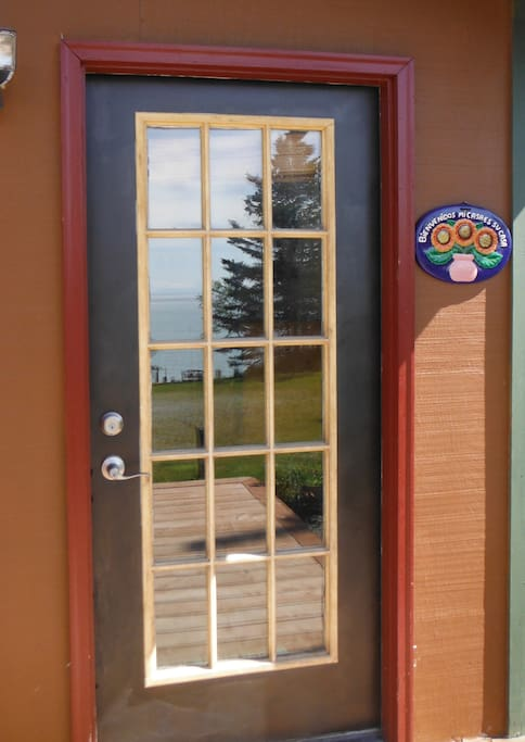 You can see the reflected ocean in the front door . . .
