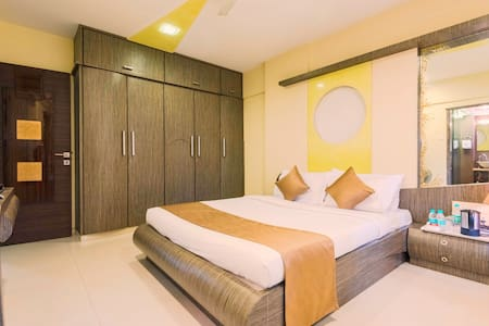 Two Bedroom Apartments with Transfers & Breakfast - Mumbai - Lakás