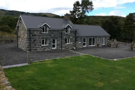 Luxury self catering holiday cotage - Llanuwchllyn - House
