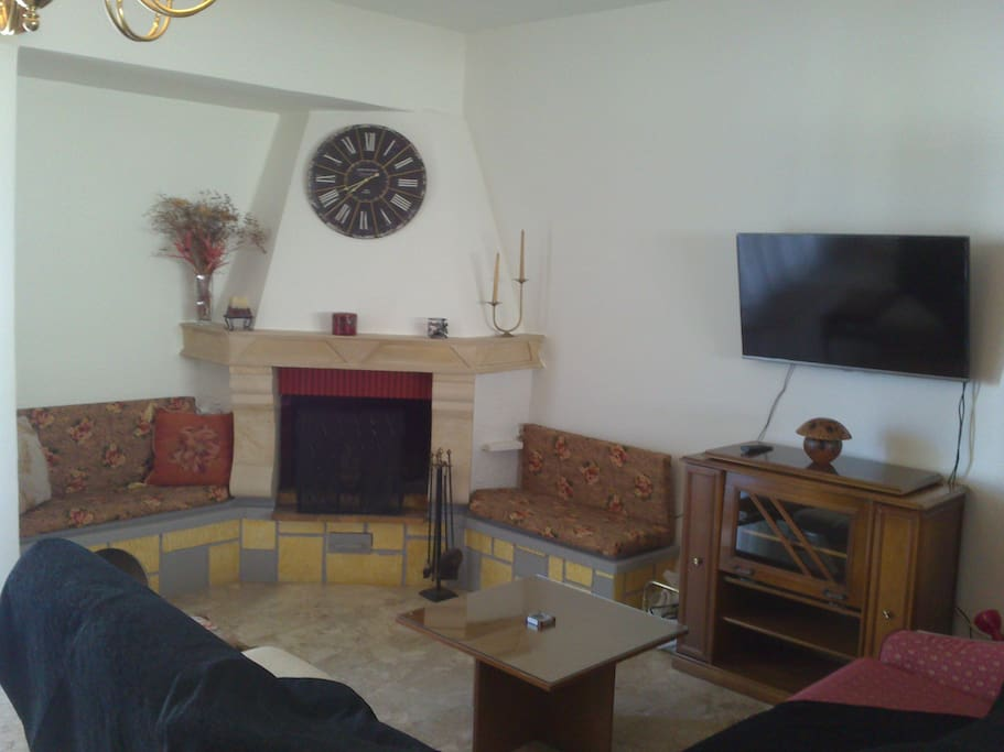 Σαλόνι κύριο καθιστικό1/TV/Satelite/Τζάκι.