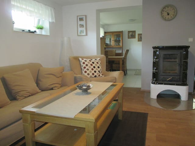 Homely country basement apartment - Praha - Hus