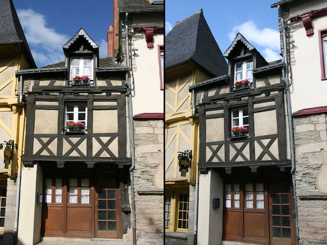 Historical house in Josselin - Josselin - Hus