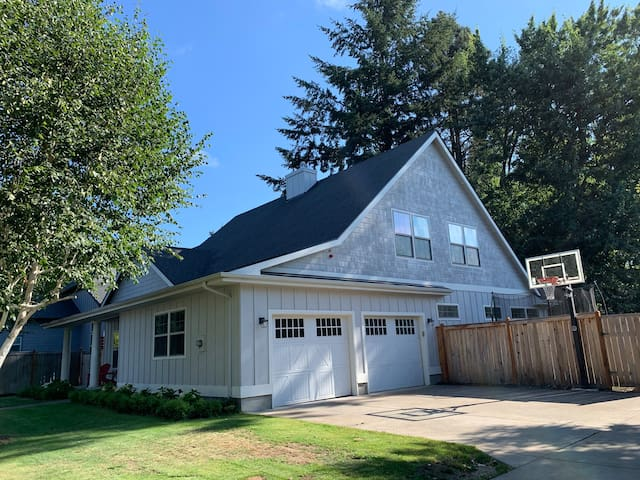 Large & clean family-friendly home