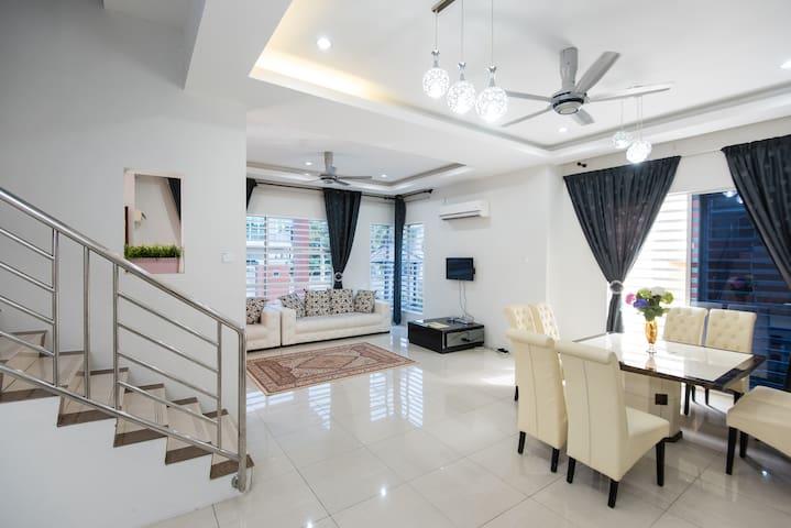 Hana Suites Guesthouse KLIA - Bandar Baru Salak Tinggi, Sepang - Dom
