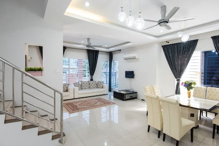 Hana Suites Guesthouse KLIA - Bandar Baru Salak Tinggi, Sepang - Huis