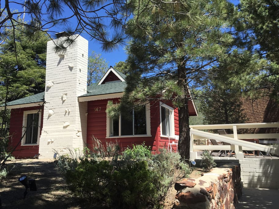 California modern cabin with views houses for rent in for Cabin for rent in big bear ca