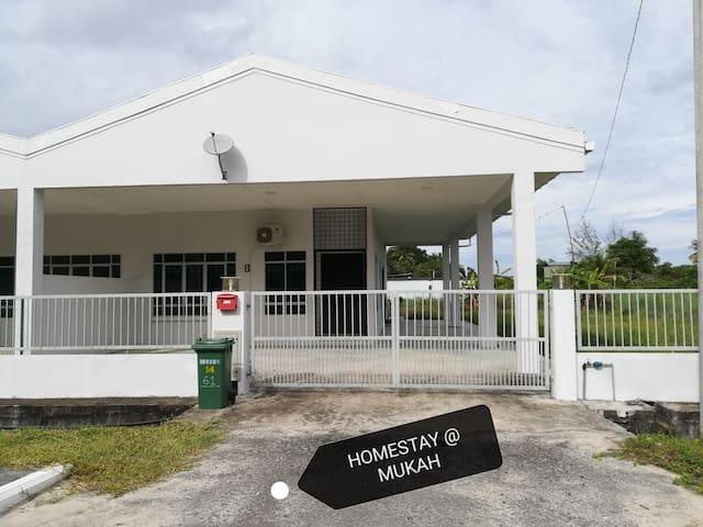 Homestay@Mukah (Corner lot, 3 bedrooms, 2 toilets)