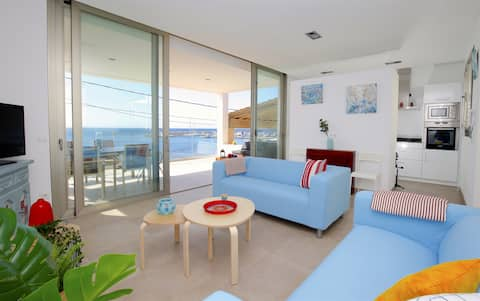 Lovely Apartment with Seaview, Wifi, AC, Balcony