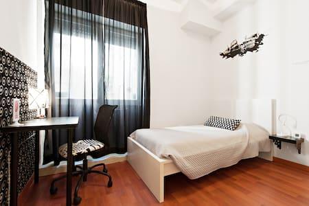 Singola BLACK&WHITE- BAGNO PRIVATO - Rome