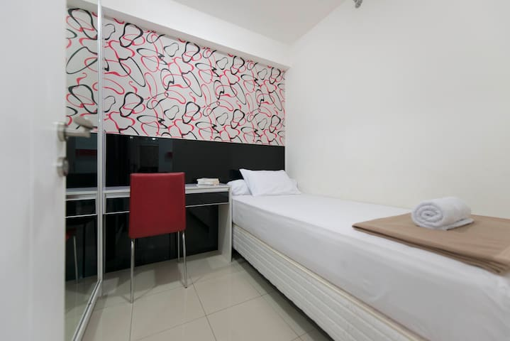Comfy 2 Bedroom Kalibata City Apt + Swimming Pool