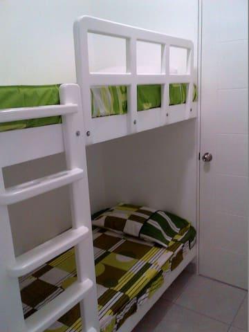 4° habitación. Dos Comodas camas & baño incluido