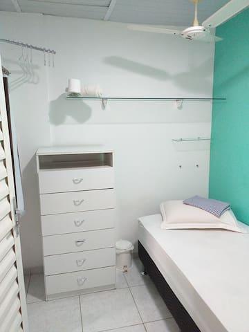 Quarto 8 Individual Hóstel 243 Centro Niterói RJ