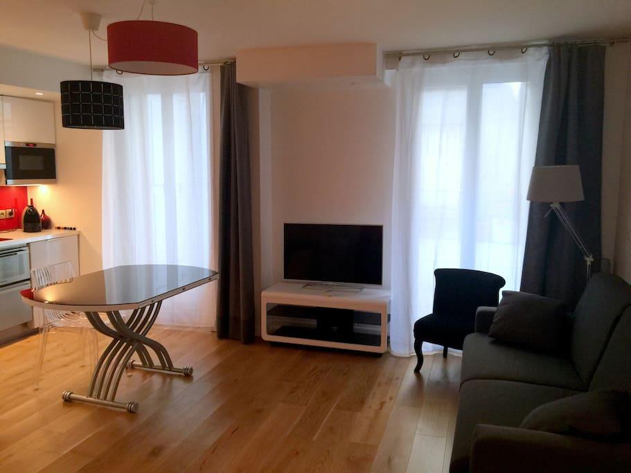 studio quartier levis paris 17 flats for rent in paris le de france france. Black Bedroom Furniture Sets. Home Design Ideas
