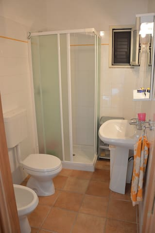 Main bathroom, with shower, sink and toilet.