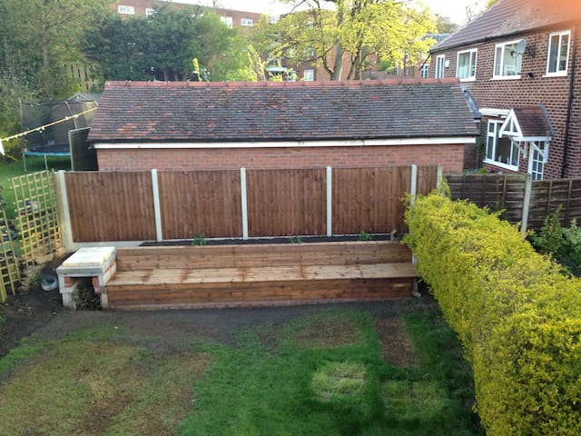 Family home, rooms for family only - Altrincham - Casa