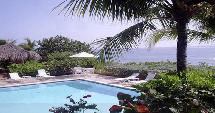 600 m2 4bd/4ba villa on the water;