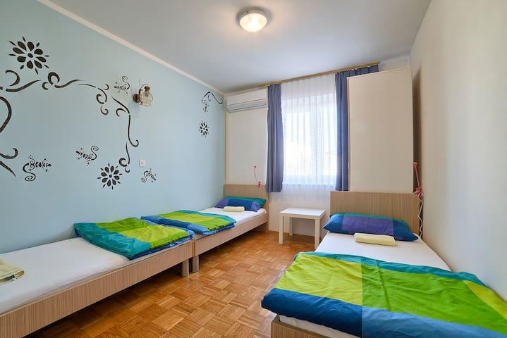 Private 3 bed room in Štinjan