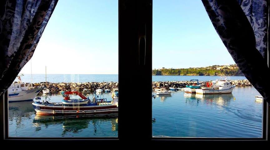 Procida,terrazzino sul mare.... - Procida - Casa