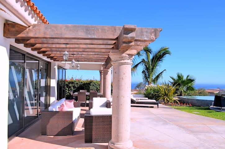 Terraza equipada con Sala y Comedor Exterior