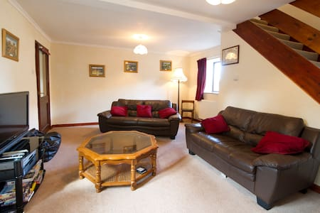 Daffodil Cottage | Darley | Sleeps 6, 3 Bed - Darley