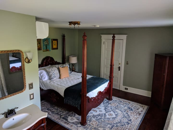 The Sycamore Room at Woodhaven B&B