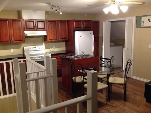 2 storey 2Bed LargeSuite Central - Richmond - Lägenhet
