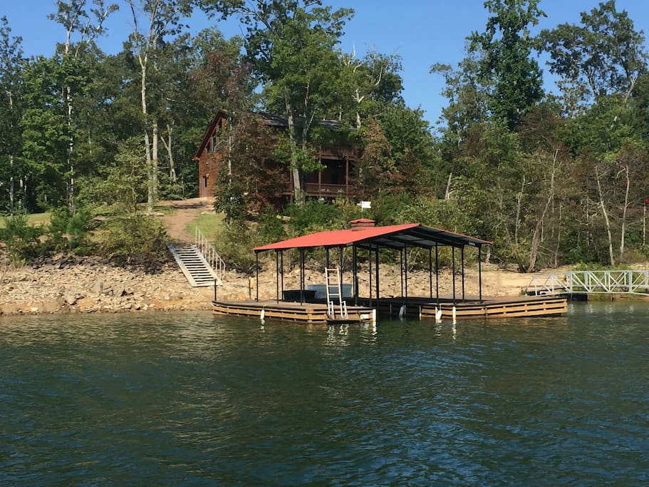 Lookout on lake blue ridge cabins for rent in blue ridge for Large cabin rentals north georgia