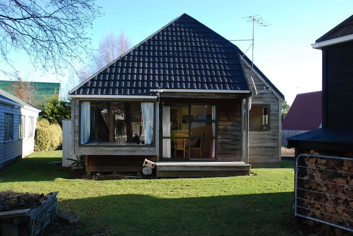 Cosy Chalet 1 bedroom and Mezanine - Ohakune - House