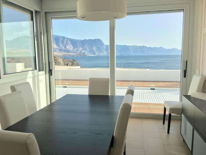 Mirador frente al mar con piscina climatizada