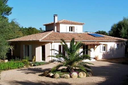 VILLA BORD DE RIVIERE MER/MONTAGNE  - Villa