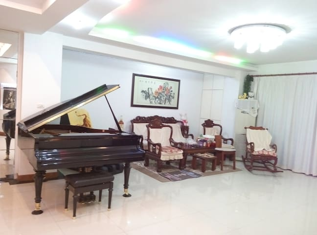 Home with garden in residence NEAR subway - Wuhan Shi - Bed & Breakfast