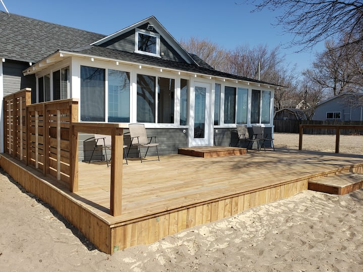 """Willow Soul"" newly renovated beach front cottage"
