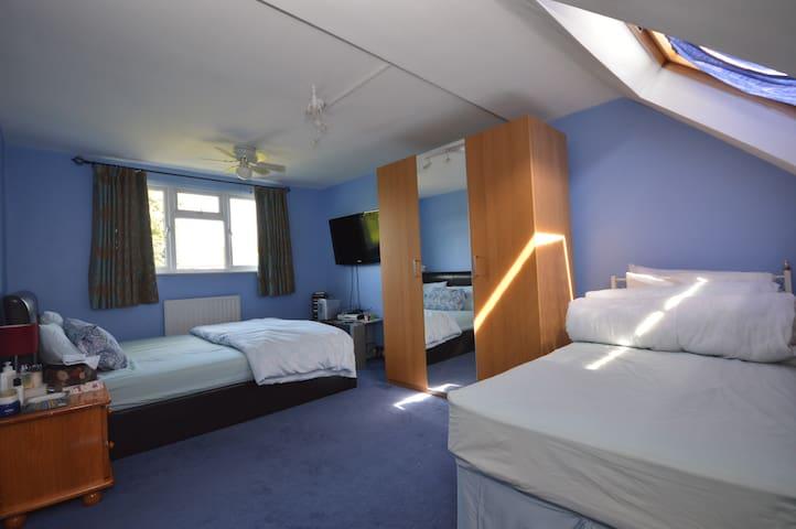 Large en suite king bedroom available in Catford - London - Rumah