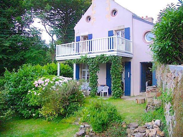 Feunteunigou: cute villa + seaview - Plougasnou - Huis