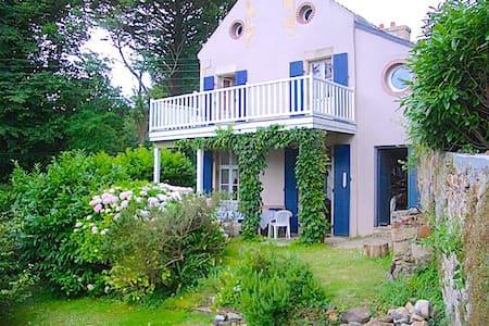 Feunteunigou: cute villa + seaview - Plougasnou - Hus