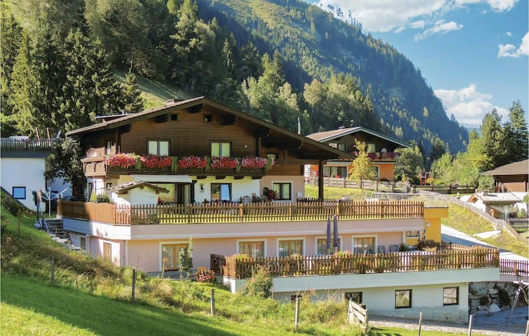 Holiday apartment with 4 bedrooms on 98m² in Rauris