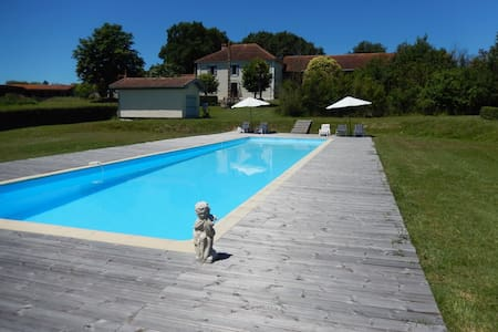 Unique lakeside, tranquil house - Lalanne-Arqué - กระท่อม