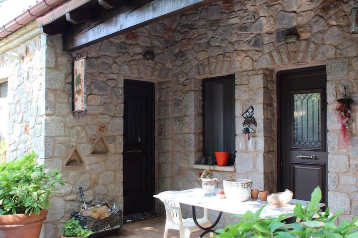 Πέτρινο σπίτι στον Παρνασσό