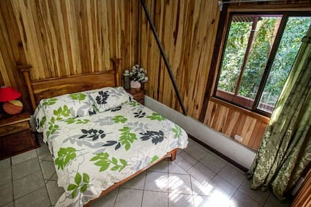 Casa Balbi By-the-stream casita - Monteverde